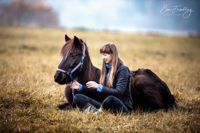 Eld&Eva_liegen_Wiese-3