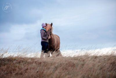 13 Eldhestar Teilnehmer mit Pferden im Portrait-5