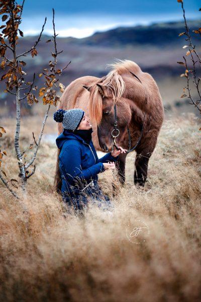 13 Eldhestar Teilnehmer mit Pferden im Portrait-6