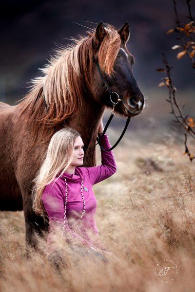 13 Eldhestar Teilnehmer mit Pferden im Portrait-8